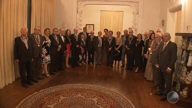 Intelectuais comemoram o centenário da Academia de Letras da Bahia - A cerimônia reuniu escritores e intelectuais; veja como foi.