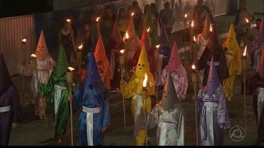 Estudantes de Guarabira, na Paraíba, realizam Procissão do Fogaréu - O ritual simboliza uma das tradições da igreja Católica na Semana Santa.