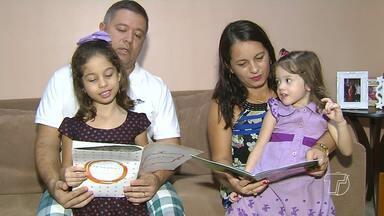 Leitura infantil é importante no desenvolvimento social de crianças - O estímulo dos pais é fundamental nessa evolução.