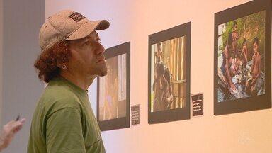 Exposição mostra olhar sobre cotidiano de comunidades ribeirinhas da Amazônia - Dois municípios do Amazonas inspiraram exposição.