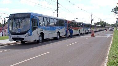 Transporte coletivo: 30 novos ônibus começam a circular em Campo Grande - Os ônibus vão substituir os veículos que estão rodando há mais de dez anos. Os novos veículos têm acessibilidade, aparelhos de GPS e câmeras de segurança.