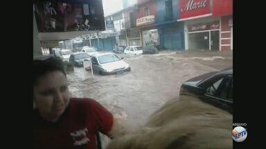 Prefeitura e Defesa Civil instalam placas em áreas com risco de alagamento em São Carlos - O objetivo dessa ação é diminuir os transtornos com as chuvas, até que a prefeitura consiga fazer as obras necessárias para contenção de enchentes.