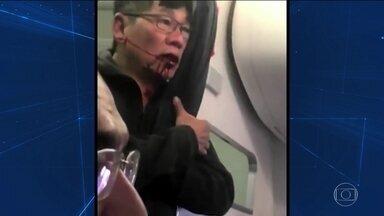 Passageiro tirado à força de avião faz ações da United Airlines caírem - Cena de médico arrancado da poltrona e arrastado gerou revolta mundial. Após elogiar equipe, presidente da United mudou o tom e se desculpou.