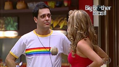 O Álbum da Grande Família - Episódio de terça-feira, dia 11/04/2017, na íntegra - Tuco foi convidado para participar do Big Brother Brasil e a família vai espiar tudo.