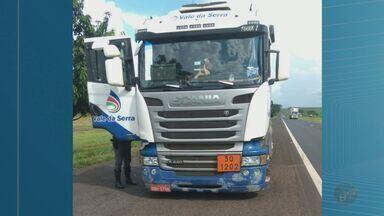 Polícia prende quadrilha suspeita de roubar caminhão em Delta, MG - Após denúncia anônima, polícia encontrou veículo carregado com 57 mil litros de diesel, em Delta (MG), onde começou a perseguição, que terminou em Igarapava (SP).