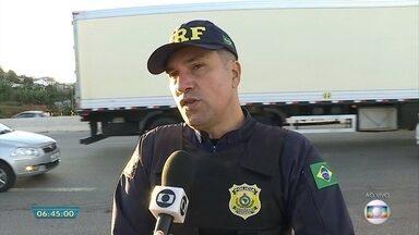 Mais de 900 policiais rodoviários federais reforçam fiscalização na Semana Santa em MG - Veja a entrevista com o inspetor da PRF, Aristides Júnior.