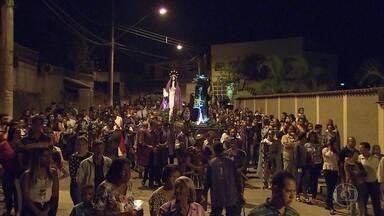 'Procissão do Encontro' reúne fiéis em Caeté, na Grande BH - Tradição religiosa na cidade tem mais de 300 anos.