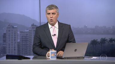 Bom Dia Rio - Edição de quinta-feira, 13/04/2017 - Um helicóptero caiu no mar, em Niterói, na noite de quarta-feira (12). O piloto Fábio de Barros morreu na hora. Ele era primo da ex-governadora Rosinha Garotinho. E mais as notícias da manhã.