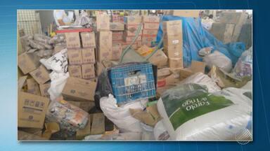 Vigilância e Procon apreendem galpão com grande quantidade de produtos vencidos desde 2013 - A apreensão aconteceu em Feira de Santana. Confira os detalhes.