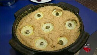 Cozinheira do Norte do ES ensina receita de torta capixaba adaptada - Torta é feita com repolho e sardinha.