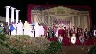 Comunidades católicas do Sul do ES encenam a Paixão de Cristo - Peça aconteceu nesta sexta-feira (14).