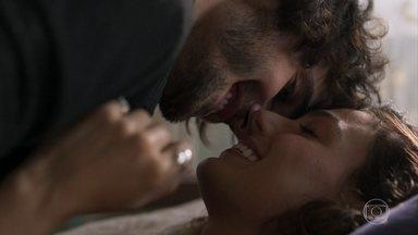 Rita seduz Ruy - Playboy diz que não há nada entre os dois