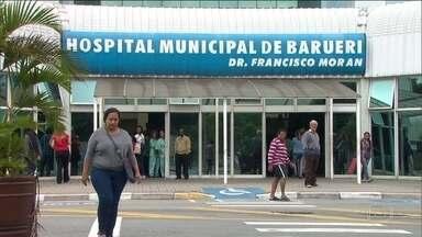 SPTV Primeira edição - Edição de quarta-feira, 19/04/2017 - Impasse no Hospital Municipal de Barueri. Funcionários estão em greve e, ao mesmo tempo, estão sendo demitidos pela empresa terceirizada que cuidava da administração do hospital até o ano passado. E mais as notícias da manhã.