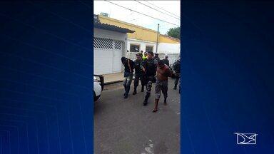 Casa é invadida por assaltantes em São Luís - Suspeitos queriam se esconder da polícia e fizeram uma família refém no bairro Cohab.