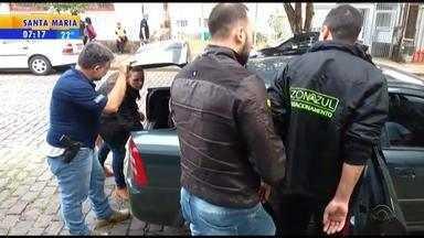 Dois homens são presos em esquema que desviava dinheiro de parquímetros em Caxias do Sul - Investigados eram funcionários da empresa que administra o serviço.