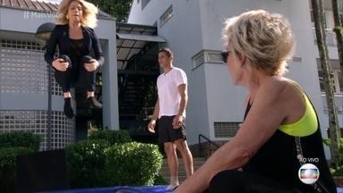 Letícia Spiller pula no trampolim com Carlos Ramirez - Atriz mostra que tem habilidade, mas não topa tentar um mortal por temer cair desengonçada