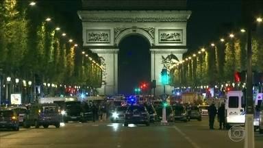 Polícia francesa prende três familiares do homem que matou um policial e feriu outros dois - O atirador, de 39 anos, foi morto pelas forças de segurança na noite de quinta-feira (21). Ele já tinha sido identificado pelos serviços de combate ao terrorismo na França. Autoridades dizem estar buscando por um possível segundo suspeito.