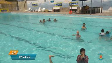 Alunos de escolinha de natação participam de campeonato no feriado de Tiradentes - Competição aconteceu na AABB em Campina Grande.