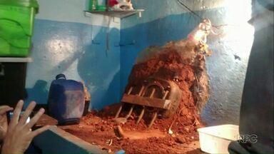 Presos de Umuarama usam aquecedores para tentar cavar buraco em parede - Após perceber a tentativa de fuga, a polícia recolheu os aquecedores e também apreendeu celulares.