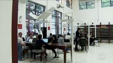 Biblioteca Mário de Andrade vai acabar com a leitura nas madrugadas - A Biblioteca Mário de Andrade, a única que funciona 24 horas na capital, vai acabar com a leitura nas madrugadas. É para cortar os gastos.