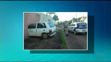Carro invade quarto onde morador dormia em casa de Araguaína - Carro invade quarto onde morador dormia em casa de Araguaína