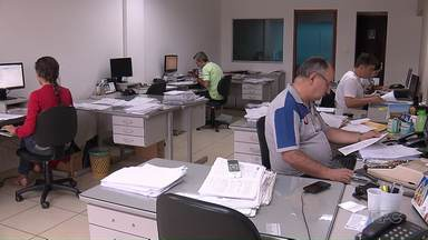 Escritórios de Maringá fazem plantão no feriado para a entrega do imposto de renda - O prazo para a declaração esse ano é menor, vai até o dia 28 de abril.