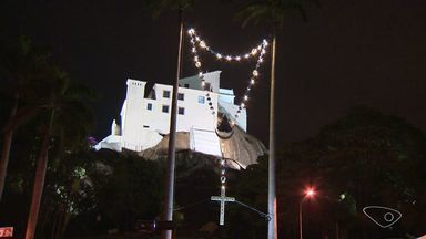 Festa da Penha: Campinho do Convento é aberto à noite para contemplação da vista - Local virou atração turística também à noite.