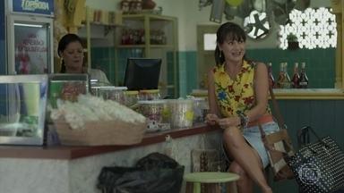Edinalva diz para Abel que Ritinha se casou com Ruy - Ela diz que foi até a empresa e descobriu que o empresário está em lua de mel