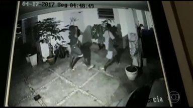 Moradores reclamam do aumento da violência no Recreio dos Bandeirantes - Moradores do Recreio, na Zona Oeste do Rio, estão reclamando do aumento da violência. Além dos assaltos, bandidos têm invadido prédios para roubar bicicletas.
