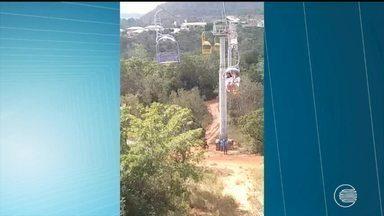 Família do Piauí fica presa em um teleférico em carolina, no Maranhão - Família do Piauí fica presa em um teleférico em carolina, no Maranhão