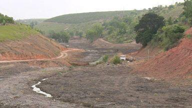 Barragens começam a ser construídas em Sooretama para amenizar problema da estiagem - Barragens foram prometidas em 2013, mas só agora começaram a tomar forma.