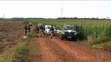 Doze brasileiros já estão presos por maior assalto do Paraguai - Até agora, foram recuperados o equivalente a R$ 4 milhões. Assaltantes são procurados numa faixa de 170 quilômetros de extensão.
