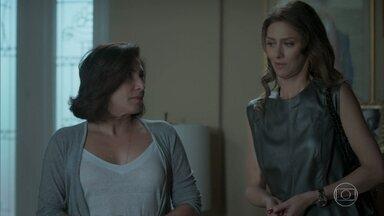 Joyce avisa que Ritinha vai passar a noite na casa de Heleninha - Dedé fica encantado com a paraense. Ritinha fala sobre Parazinho para Ivana e Simone