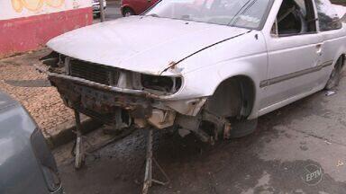 Balanço da Emdec aponta 3,8 mil carros recolhidos em dois anos em Campinas - Veículos haviam sido abandonados nas ruas da cidade. Emdec disponibiliza telefone para denúncias.