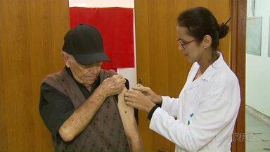 Postos de saúde de Maringá recebem novas doses da vacina contra a gripe - As doses tinham acabado em vários postos e moradores ficaram sem a vacina.