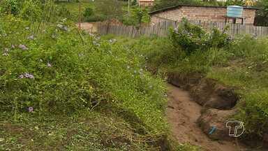 Cratera impede tráfego de veículos e afeta estrutura de casas no bairro Maicá - Cratera fica na rua Madre Imaculada.