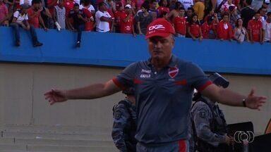Técnicos de Vila Nova e Goiás fazem projeções para o jogo da volta - Mazola Júnior evita jogar a toalha; Sílvio Criciúma quer manter o foco