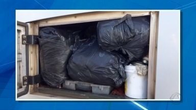Receita Federal apreende meia tonelada de roupa contrabandeada da Bolívia - Material estava em um ônibus flagrado em Miranda, a 195 quilômetros de Campo Grande. Segundo a polícia, ocupantes disseram que estavam a caminho do interior de São Paulo.