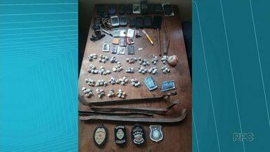 Durante bate grade na cadeia de Irati, polícia recolhe celulares, drogas e barras de ferro - A operação foi feita dois dias depois que uma ambulância da cidade foi apreendida com objetos proibidos que iriam entrar na cadeia.