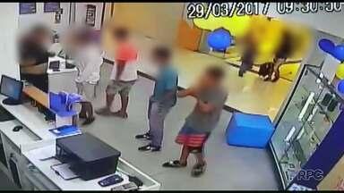 Polícia investiga grupo suspeito de formar quadrilha de assalto a shoppings em Curitiba - Cinco suspeitos foram presos e mais de 40 foram à delegacia para prestar depoimento.