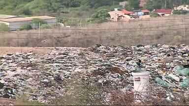 Alguns municípios não cumprem lei que trata da Política Nacional de Resíduos Sólidos - Em algumas cidades, material segue sendo jogado em lixões