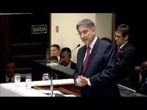 Maioria dispensa autorização da ALMG para processar Fernando Pimentel - Governador de Minas Gerais é alvo de denúncias da Operação Acrônimo, que apura desvio de recursos públicos para uso em campanha eleitoral.