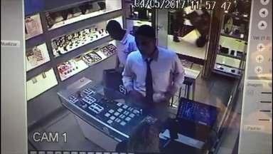 Bandidos assaltam joalheria em shopping na Asa Norte - A direção do shopping diz que está contribuindo com a investigação.