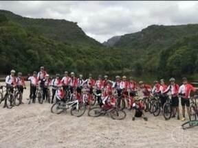 Grupo de ciclistas de Montes Claros é infectado por esquistossomose, após viagem - Ciclistas suspeitam que a contaminação tenha ocorrido no poção represado de uma fazenda na cidade de Lençóis, na Bahia.