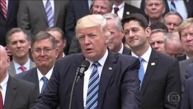 Trump tem vitória na Câmara: lei para substituir Obamacare é aprovada - Trump começa a cumprir uma das principais promessas de campanha. Proposta ainda tem que passar pelo Senado e deve sofrer mudanças.