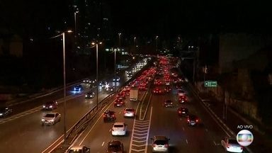 Trânsito em São Paulo nesta sexta-feira (5) está intenso - No corredor Norte-Sul, sentido Centro, o trânsito, neste momento, é tranquilo.