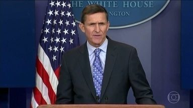 Suspeita de influência de Moscou na eleição americana volta à pauta - Dois depoimentos no Congresso expuseram a ligação de Michael Flynn com os russos. Flynn é o homem que Trump escolheu como assessor de segurança nacional, mas que não durou um mês no cargo.