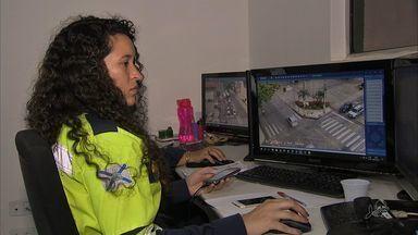 Mais ruas de Fortaleza recebem monitoramento que flagra motorista ao celular e sem cinto - Sistema de monitoramento começou a ser montado em Fortaleza em abril.