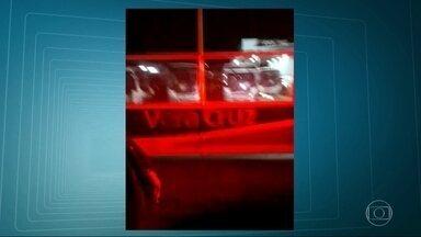 Motoristas da Viação Vera Cruz bloquearam a saída dos ônibus da garagem - Circulação no município de Magé foi prejudicada essa manhã. Motoristas e cobradores pedem o fim dos cortes de benefícios, desconto na folha e desvios de função. Empresa diz que respeita CLT e acordo coletivo.