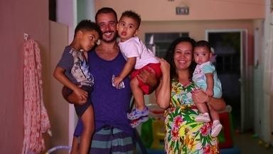 Após 10 anos tentando ser mãe, carioca adota 3 irmãos e está grávida - Foram mais de 10 anos tentando tratamentos e resultados negativos. Até que por telefone, ela ficou sabendo que uma vizinha tinha abandonado um bebê e conhecidos perguntaram se Juliana podia cuidar da criança.